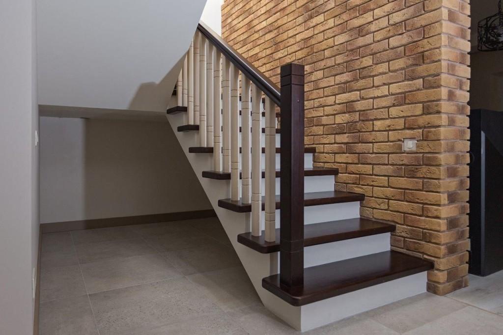 чем отделать бетонную лестницу в доме